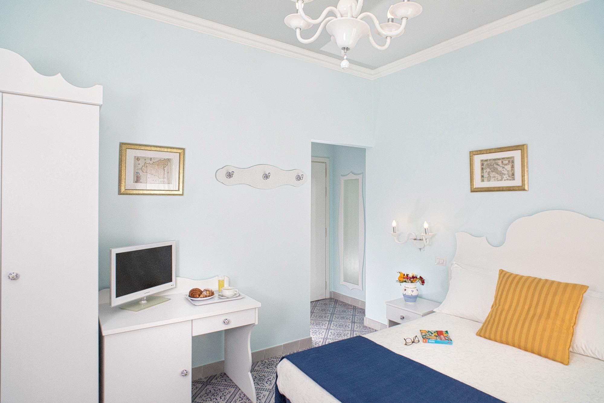 Giardini naxos hotel villa nefele 3 stelle alberghi vicino mare giardini naxos - Hotel giardini naxos 3 stelle ...